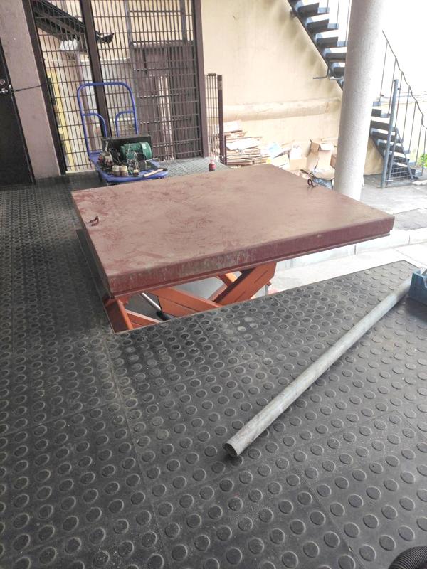 Подъемный стол работает с 1996 года