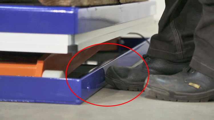 Защита от защемления пальцев ног