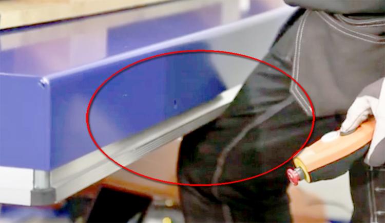Срабатывание кромки безопасности гидравлического стола Edmolift